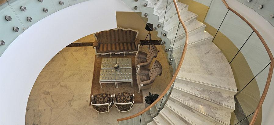 מדרגות במגדלי הים התיכון, דיור מוגן בסביון