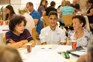אשד עם סבתא (מימין).jpg